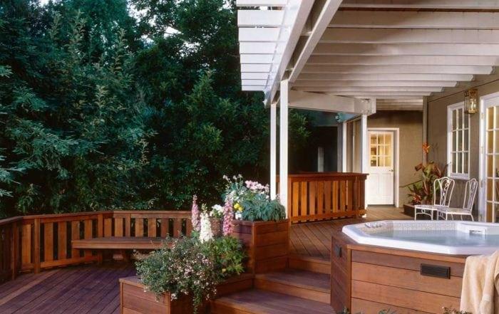 Redwood deck & spa / Ross